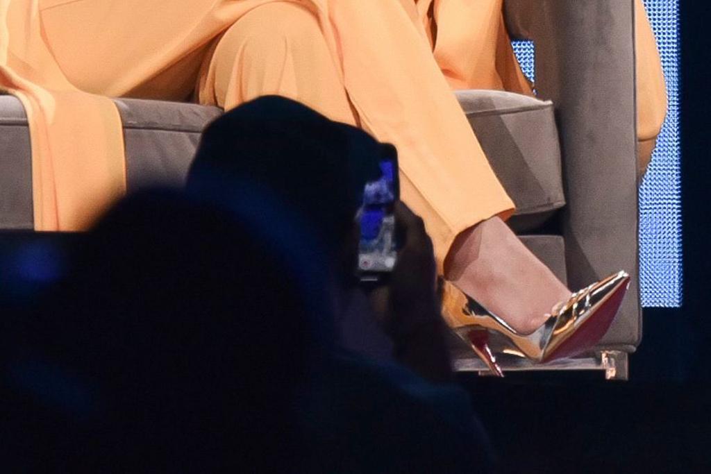 Jennifer Lopez, christian louboutin heels, celebrity style, gold pumps, oprah 2020 vision tour