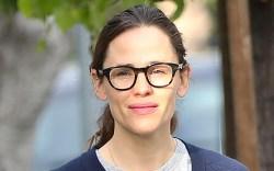Jennifer Garner, glasses, sweater, coffee