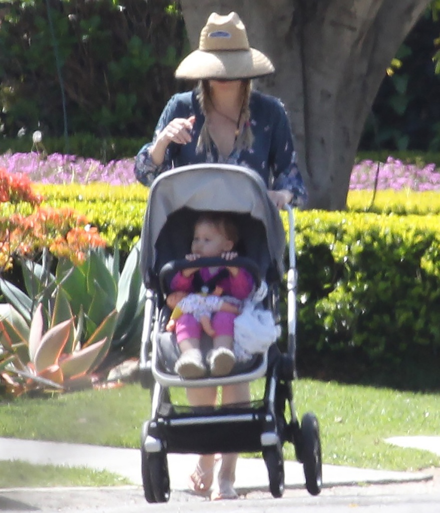Kate Hudson, floral minidress, straw hat, sunhat, thong sandals, celebrity style, take kids for a walk.Pictured: Kate Hudson,Rani Rose Hudson Fujikawa,Kate hudsonRef: SPL5158533 220320 NON-EXCLUSIVEPicture by: ENT / SplashNews.comSplash News and PicturesLos Angeles: 310-821-2666New York: 212-619-2666London: +44 (0)20 7644 7656Berlin: +49 175 3764 166photodesk@splashnews.comWorld Rights, No France Rights, No Italy Rights, No Japan RightsKate Hudson strolling with their kids in Brentwood.Pictured: Kate HudsonRef: SPL5158532 220320 NON-EXCLUSIVEPicture by: ENT / SplashNews.comSplash News and PicturesLos Angeles: 310-821-2666New York: 212-619-2666London: +44 (0)20 7644 7656Berlin: +49 175 3764 166photodesk@splashnews.comWorld Rights, No France Rights, No Italy Rights, No Japan Rights