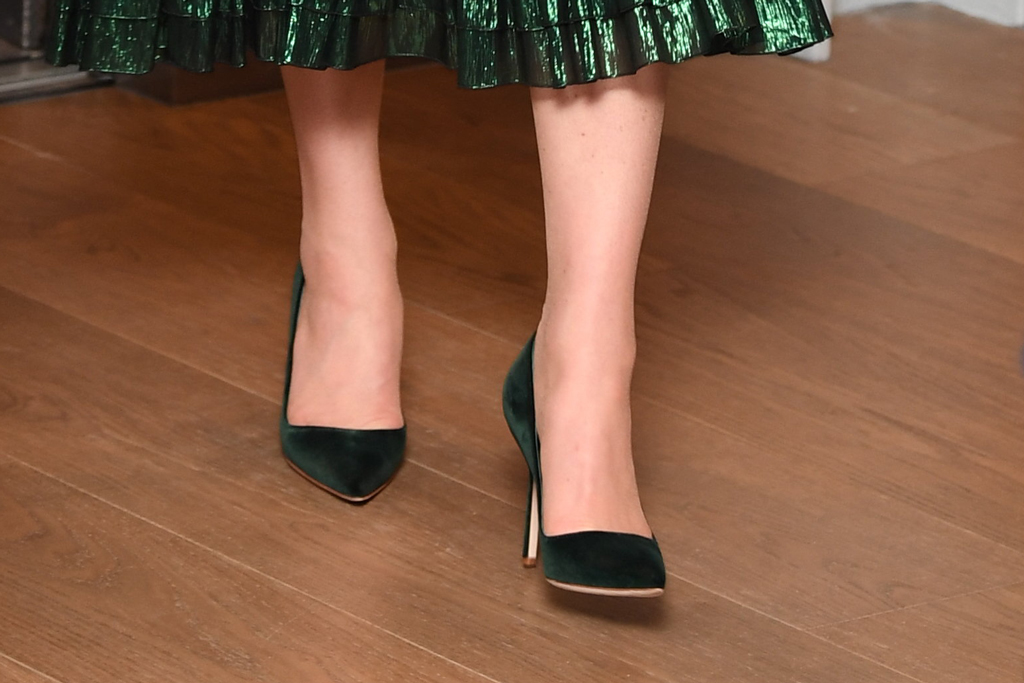 kate middleton, duchess of cambridge, green velvet pumps, manolo blahnik heels, celebrity style, shoe detail,dublin, ireland