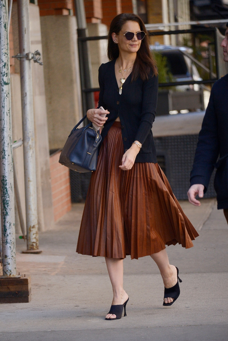 katie holmes, pleated skirt, black, mules, brown