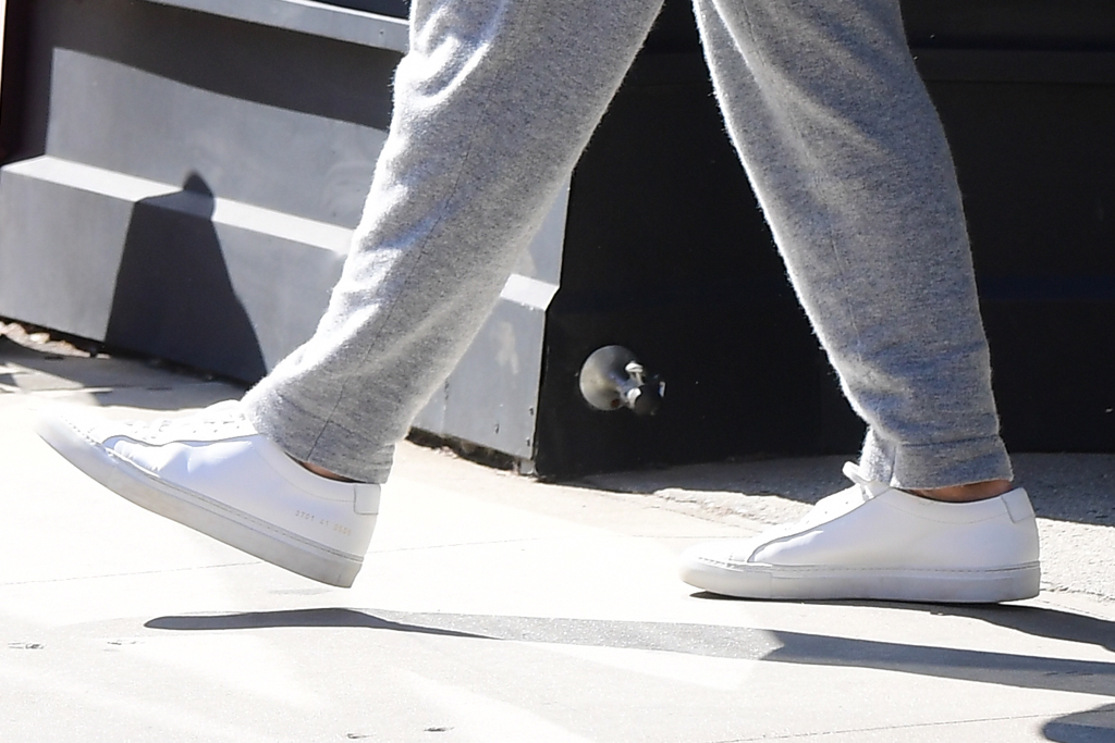 katie holmes, new york, gray, common projects, white sneakers