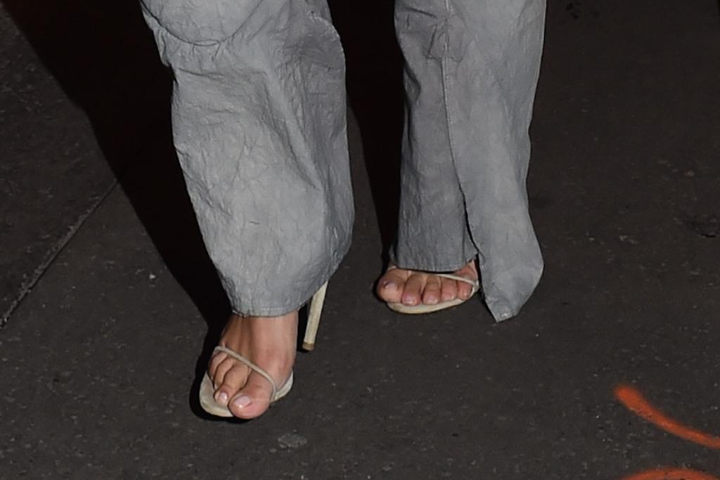 kim kardashian, kanye west, yeezy, season 8, purple shoes