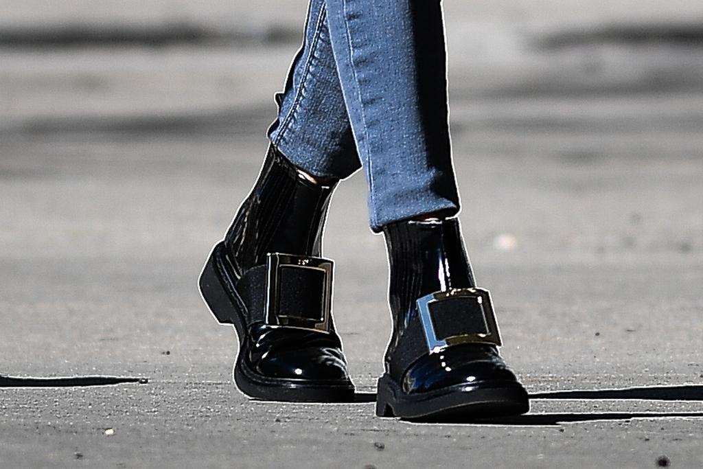 Olivia Palermo, street style, roger vivier boots, celebrity fashion