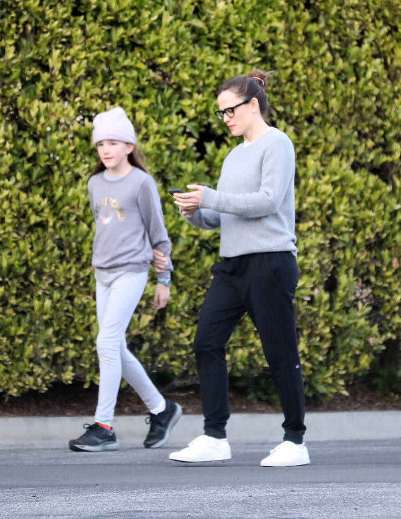 Jennifer Garner, alo yoga joggers, gray sweater, white sneakers, glasses, celebrity style, street style, is seen while out for a walk along side daughter Seraphina while on social distancing.Pictured: Jennifer Garner Seraphina AffleckRef: SPL5159435 270320 NON-EXCLUSIVEPicture by: SplashNews.comSplash News and PicturesLos Angeles: 310-821-2666New York: 212-619-2666London: +44 (0)20 7644 7656Berlin: +49 175 3764 166photodesk@splashnews.comWorld Rights, No Brazil RightsJennifer Garner is seen while out for a walk along side daughter Seraphina while on social distancing.Pictured: Jennifer Garner Seraphina AffleckRef: SPL5159435 270320 NON-EXCLUSIVEPicture by: SplashNews.comSplash News and PicturesLos Angeles: 310-821-2666New York: 212-619-2666London: +44 (0)20 7644 7656Berlin: +49 175 3764 166photodesk@splashnews.comWorld Rights, No Brazil Rights