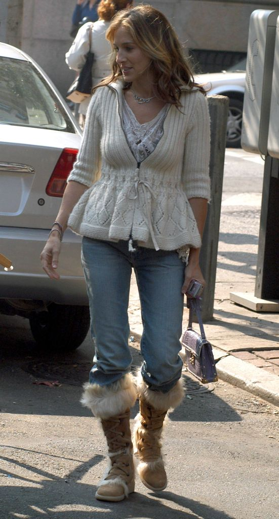 sarah jessica parker, ugg boots, celebrity style, 2000s style