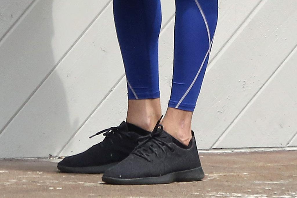 ashton kutcher, allbirds, sneakers, black, food, sweatshirt, leggings