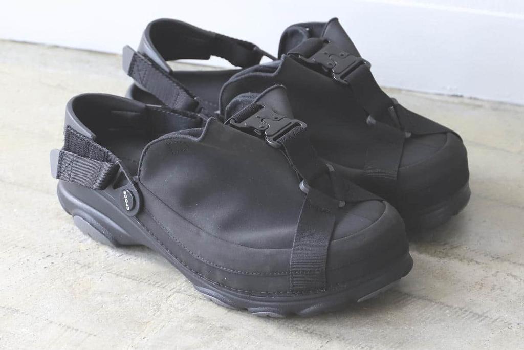Beams x Crocs COBRA buckle clogs