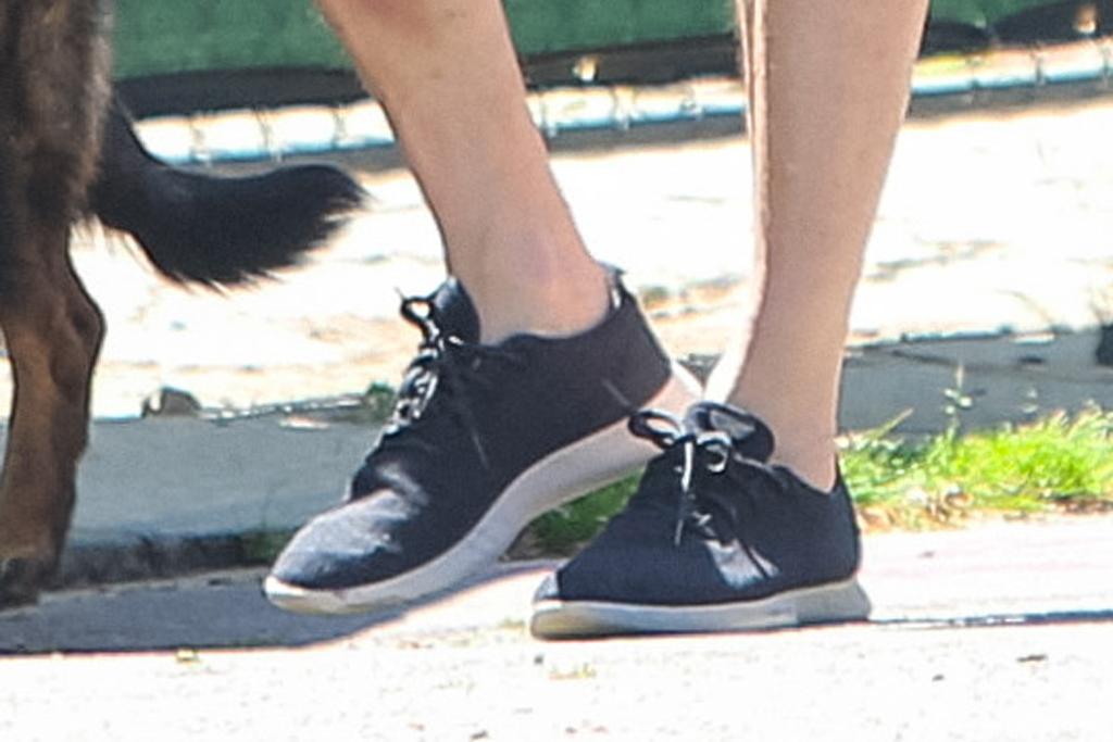 Ben Affleck, allbirds sneakers, shoe detail, celebrity style