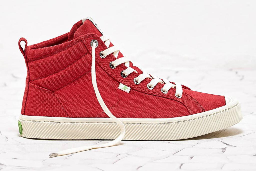 cariuma, red, high top, sneakers