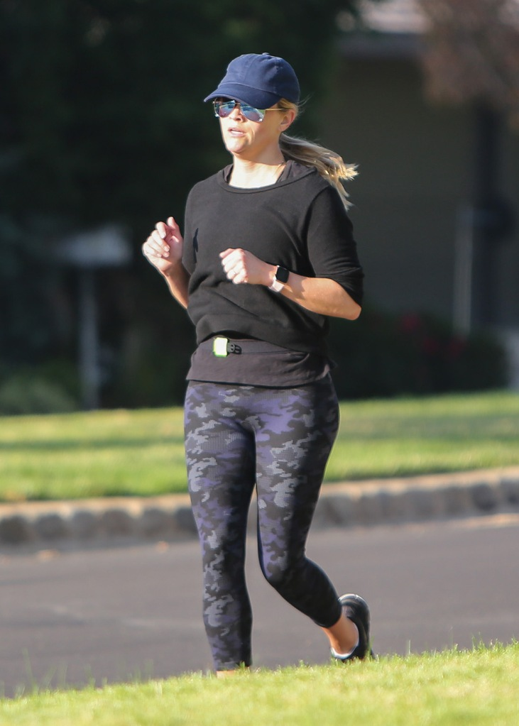 Reese Witherspoon, camo leggings, spanx leggings, celebrity style, running, together with a friend go for a run in Los Angeles, CA.Pictured: Reese WitherspoonRef: SPL5043534 201118 NON-EXCLUSIVEPicture by: SplashNews.comSplash News and PicturesUSA: +1 310-525-5808London: +44 (0)20 8126 1009Berlin: +49 175 3764 166photodesk@splashnews.comWorld RightsReese Witherspoon together with a friend go for a run in Los Angeles, CA.Pictured: Reese WitherspoonRef: SPL5043534 201118 NON-EXCLUSIVEPicture by: SplashNews.comSplash News and PicturesUSA: +1 310-525-5808London: +44 (0)20 8126 1009Berlin: +49 175 3764 166photodesk@splashnews.comWorld Rights