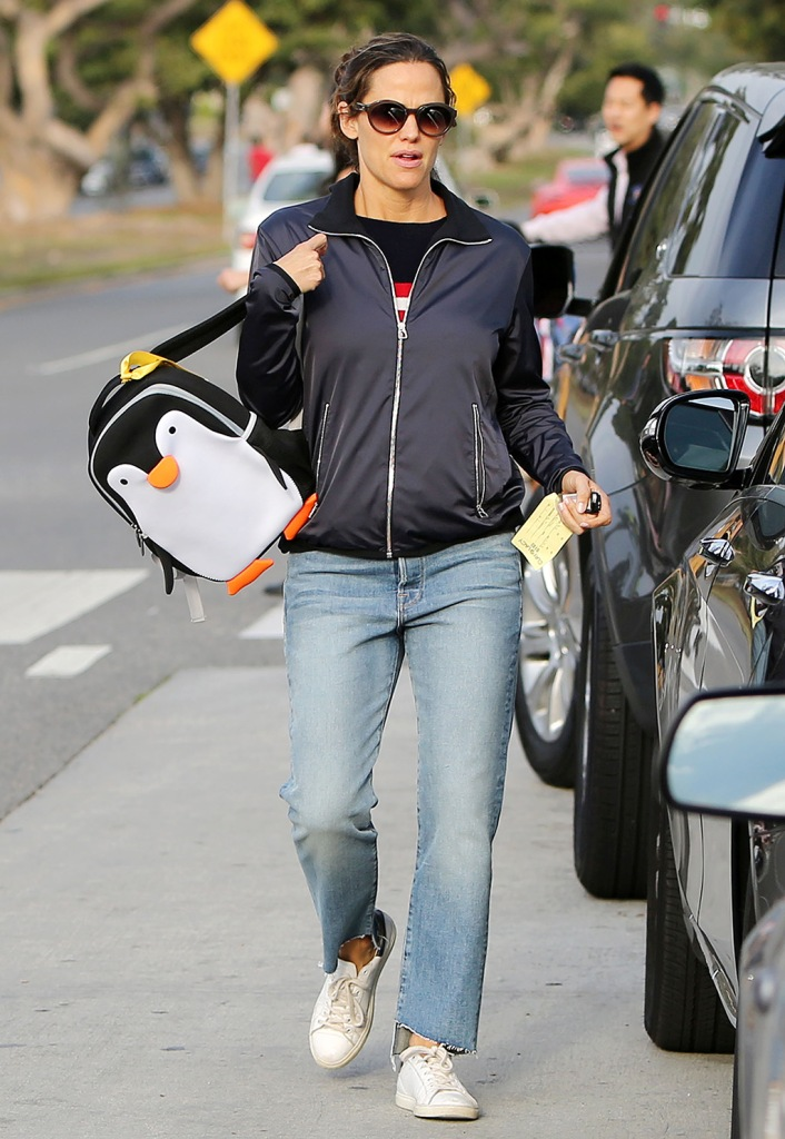 Jennifer Garner, mom jeans, penguin backpack, isabel marant sneakers, Jennifer Garner out and about, Los Angeles, USA - 28 Nov 2018Jennifer Garner picking-up kids from school in Santa Monica