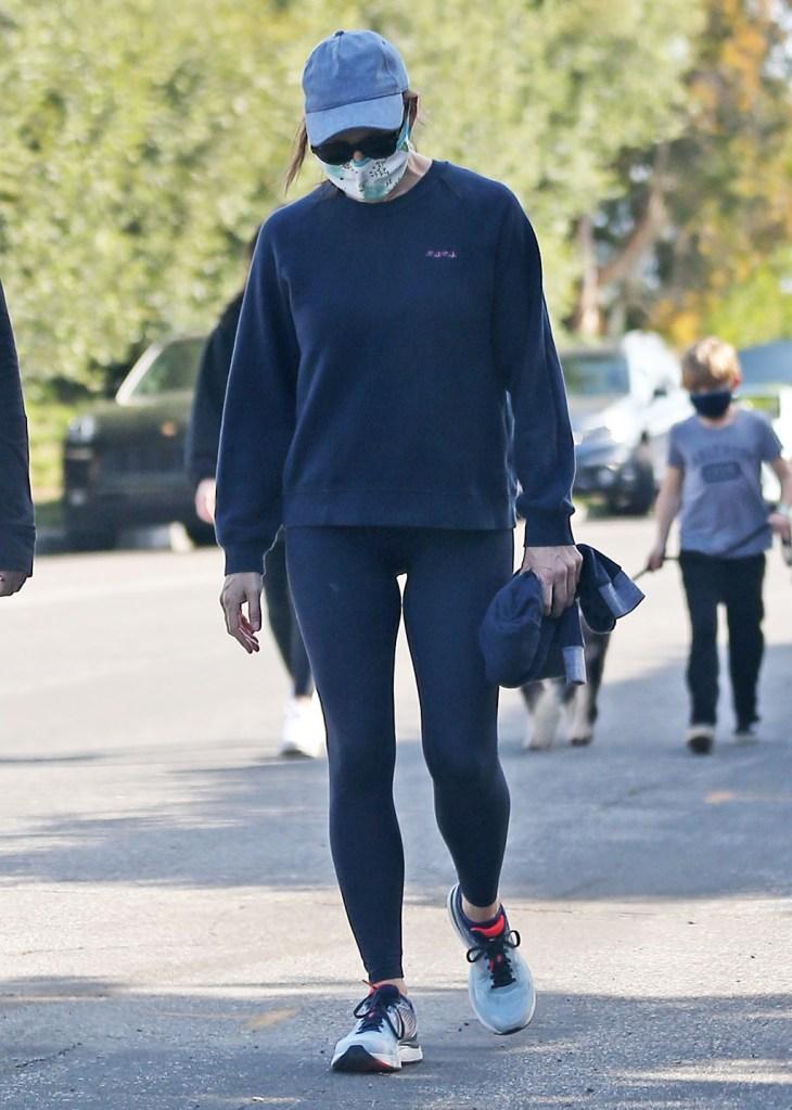 Jennifer Garner, leggings, new balance sneakers, celebrity style, baseball cap, mask, goes for a walk wearing a mask during quarantineJennifer Garner out and about, Los Angeles, USA - 04 Apr 2020