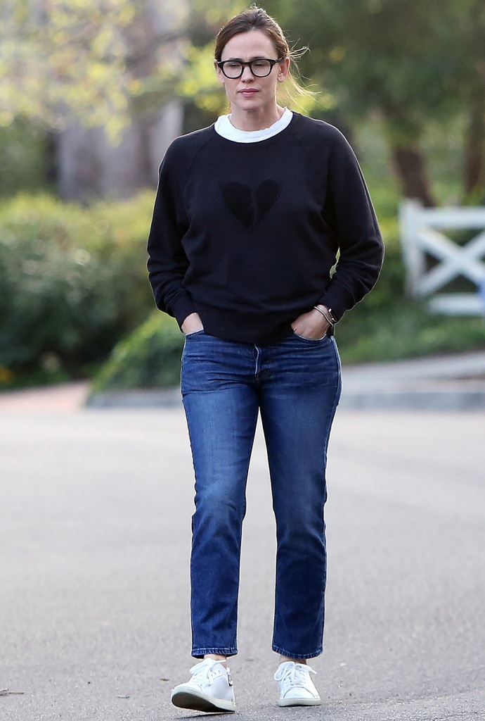 Jennifer Garner, mom jeans, rag & bone sweater, white sneakers, Jennifer Garner out and about, Pacific Palisades, Los Angeles, USA - 01 Apr 2020