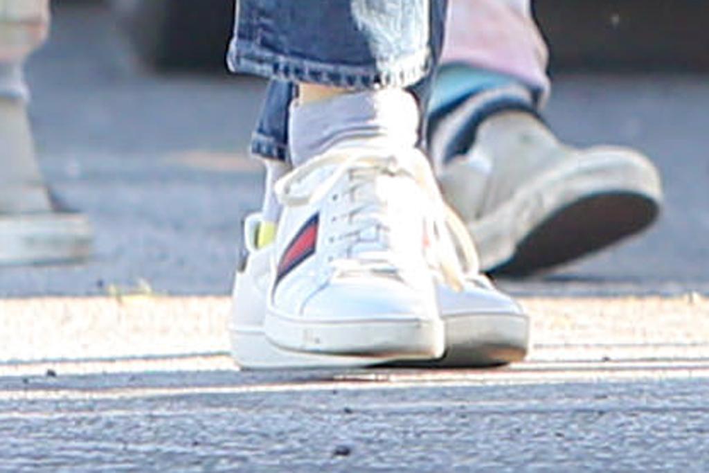 Jennifer Garner, gucci ace sneakers, shoe detail, white sneakers, los angeles, celebrity style