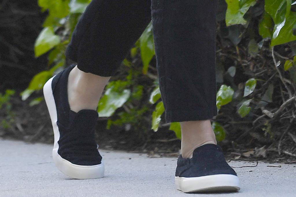 Jenna Dewan, sneakers, slip on kicks, celebrity style, los angeles, shoe style, fashion
