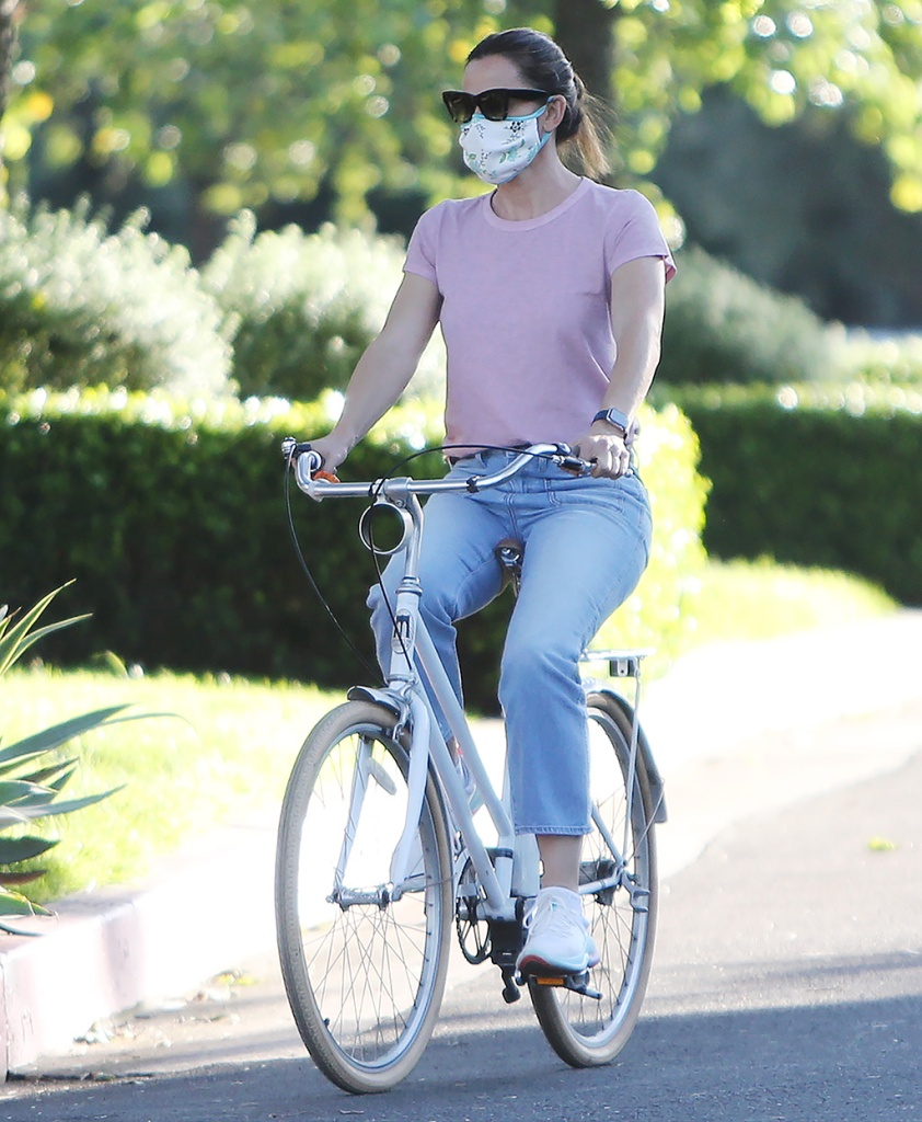 Jennifer Garner, mom jeans, pink t shirt, nike joyride sneakers, celebrity style, mask, sunglasses, Jennifer Garner out and about, Pacific Palisades, Los Angeles, USA - 15 Apr 2020