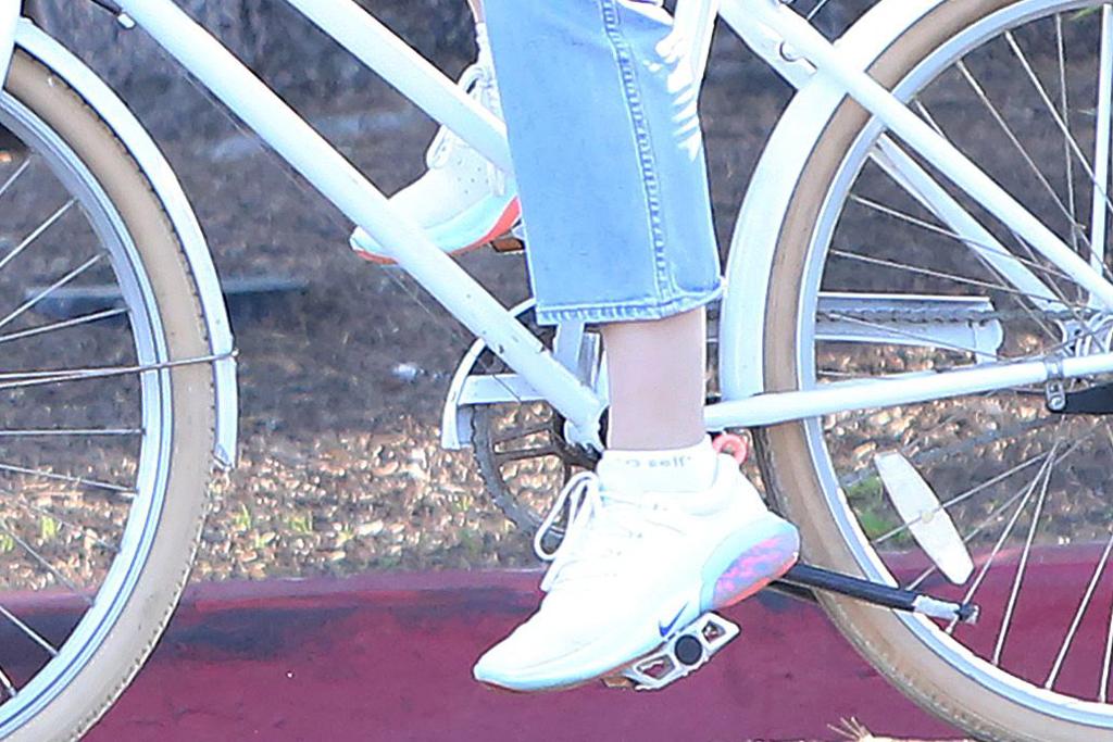 Nike Joyride Run Flyknit , jennifer garner, running shoes, shoe detail, celebrity style, fashion, los angeles