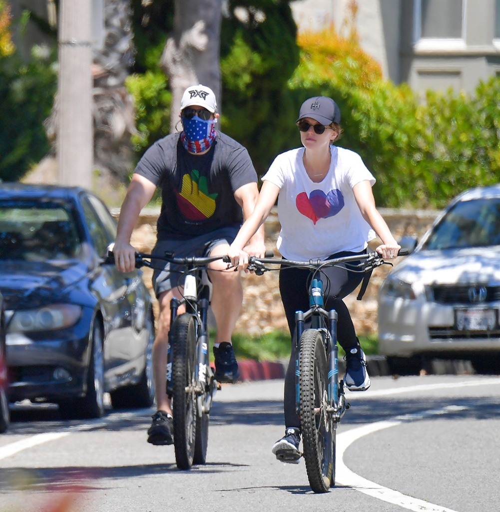 Katherine Schwarzenegger, pregnant, baby bump, black leggings, black sneakers, white t shirt, chris pratt, Pratt and her husband Chris Pratt head out on a bike ride in Santa Monica. The pair were happy and Katherine's Baby bump was clearly visible under her white shirt. 25 Apr 2020 Pictured: Katherine Schwarzenegger Pratt and Chris Pratt. Photo credit: Snorlax / MEGA TheMegaAgency.com +1 888 505 6342 (Mega Agency TagID: MEGA653083_007.jpg) [Photo via Mega Agency]