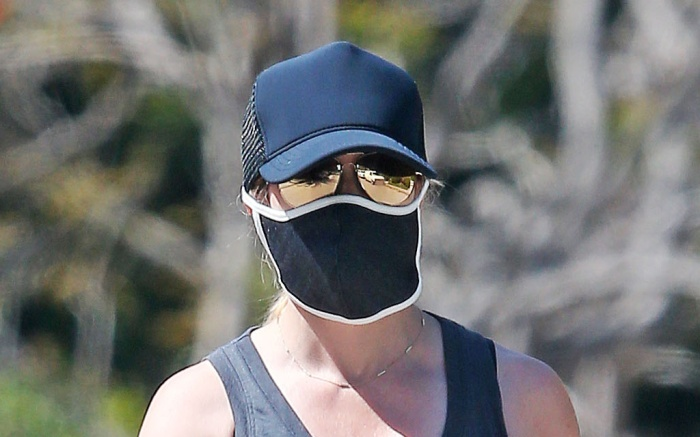 reese-witherspoon-glasses-mask-hat