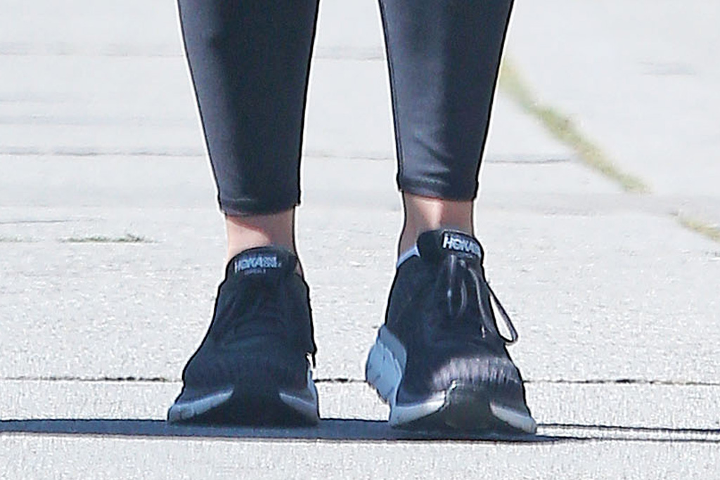 reese witherspoon, walk, los angeles, sunglasses, mask, style, black, leggings, sneakers