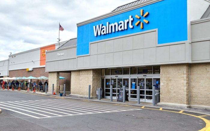 Walmart, 2020, Scotch Plains, New Jersey, USA: Walmart enforces practicing social distancing during this covid-19 pandemic as customers wait to buy essential needs in Watchung, New JerseyNews This Is Life NowÉ, Scotch Plains, USA - 04 Apr 2020