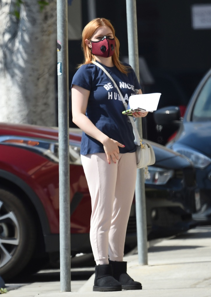 Ariel Winter, ugg classic mini boots, black ankle boots, sweatpants, t shirt, heads to the bank using a high tech red face mask, sweatpants, and wearing a Be A Nice Human t-shirt in North Hollywood on Monday. 04 May 2020 Pictured: Ariel Winter. Photo credit: MEGAAriel Winter heads to the bank using a high tech red face mask, sweatpants, and wearing a Be A Nice Human t-shirt in North Hollywood on Monday. 04 May 2020 Pictured: Ariel Winter. Photo credit: MEGA TheMegaAgency.com +1 888 505 6342 (Mega Agency TagID: MEGA658265_015.jpg) [Photo via Mega Agency]