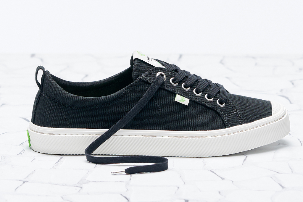 Cariuma Black Canvas OCA LOW