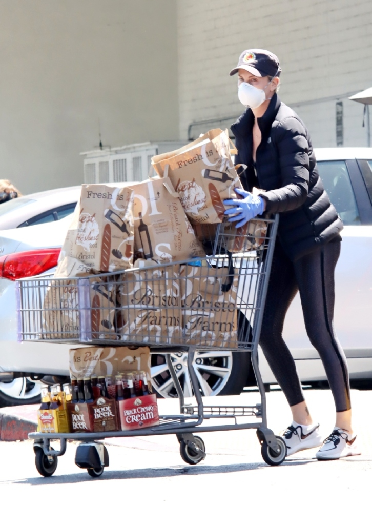 charlize theron, grocery store, shopping, style, nike, mask, leggings
