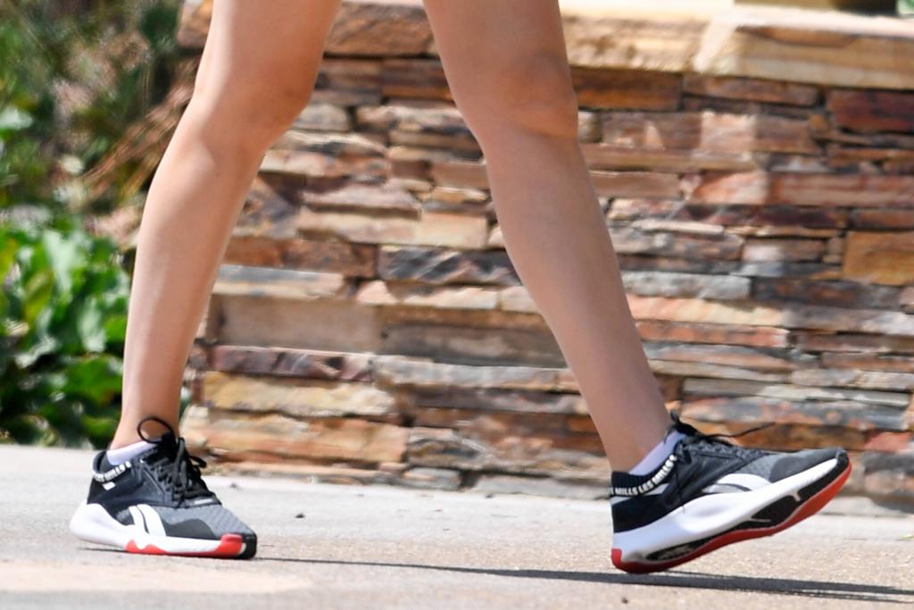Gal Gadot, reebok sneakers, celebrity style, fashion, legs,