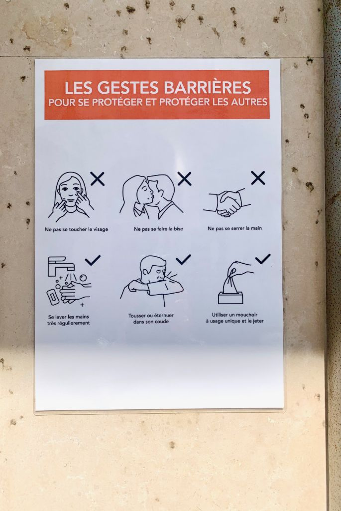 No kissing allowed at Le Bon Marche