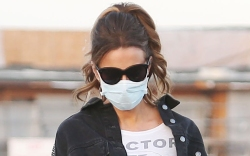Kate Beckinsale, dog, walk, boots, mask,