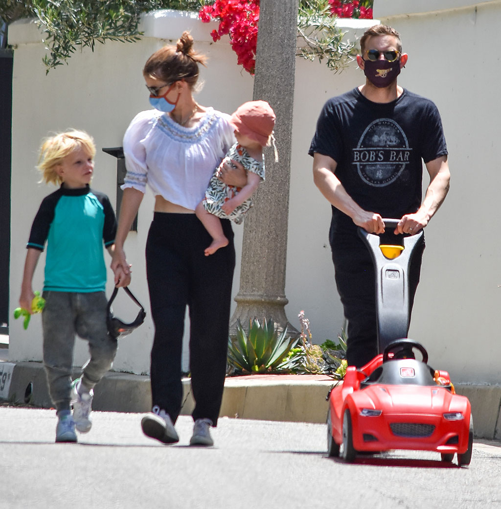 Kate Mara and Jamie Bell are seen walking with the kids in Los Angeles, CaliforniaKate Mara and Jamie Bell out and about, Los Angeles, USA - 23 May 2020