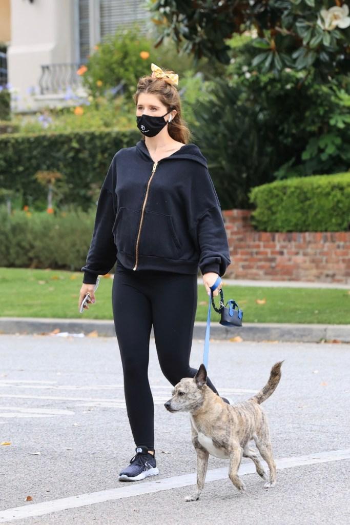 katherine Schwarzenegger, style, shoes, new balance, sweatshirt, leggings, mask, walk, pregnant