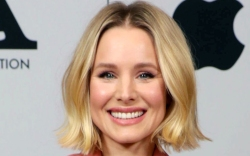 kristen bell, style, blonde, pink suit