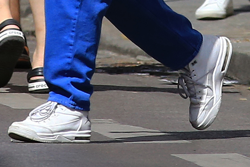 lily-rose depp, style, pants, blue, cargo pants, white crop top, mask, paris, white boots, sunglasses