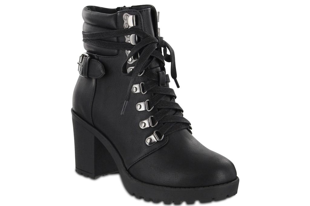Mia Floraa , Boot