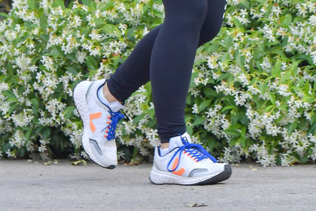 Olivia Wilde, veja condor, sneakers, street style, fashion