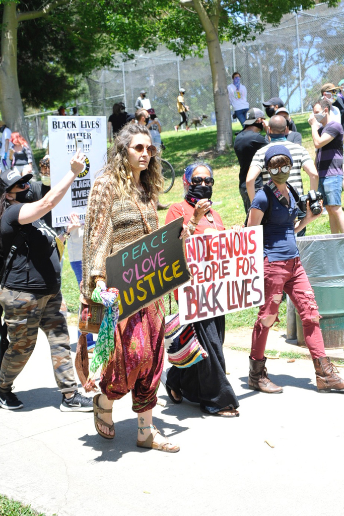Paris Jackson, black lives matter protest, los angeles, birkenstock sandals, big-toe sandals, celebrity style, los angeles