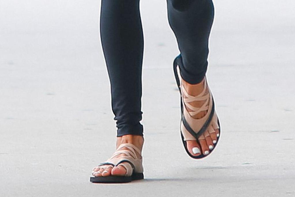 alessandra ambrosio, style, leggings, mask, sunglasses, flip flops, socks