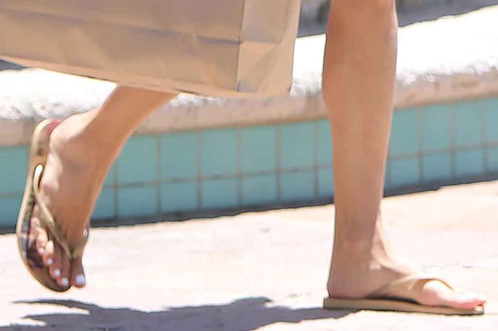 Alessandra Ambrosio, havaianas, flip-flops, thong sandals, shoe detail, pedicure, toes, june 2020