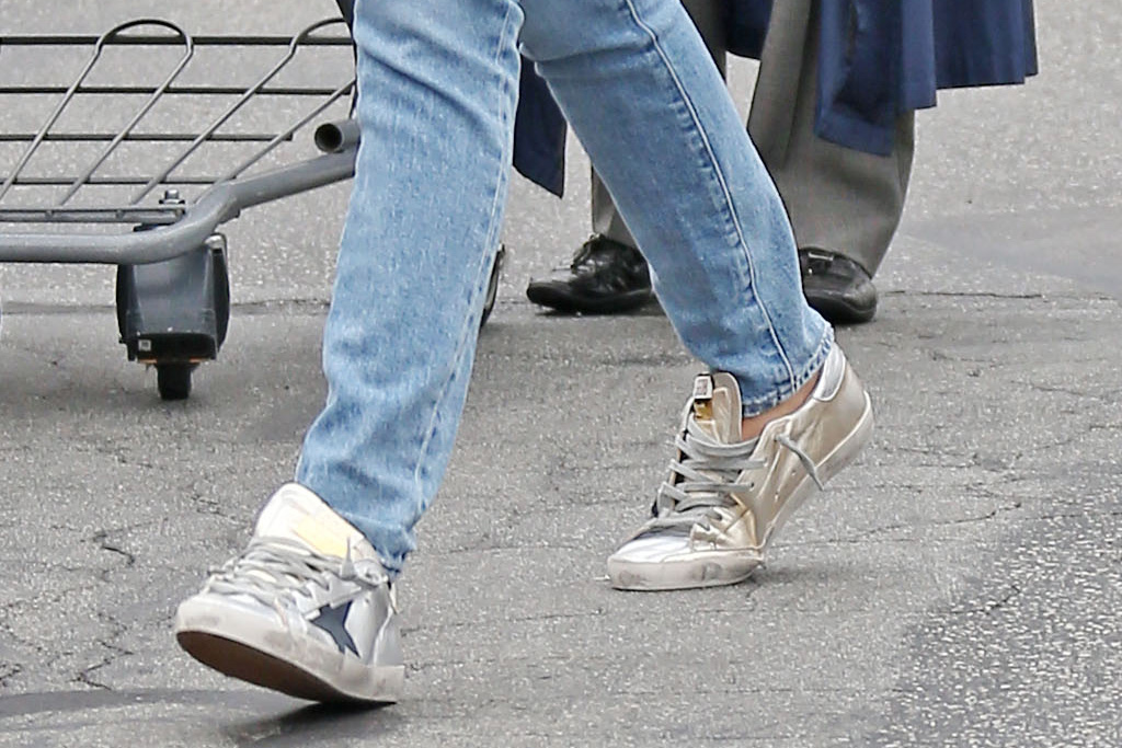 ana de armas, ben affleck, violet affleck, style, shopping, jeans, grocery store, shoes