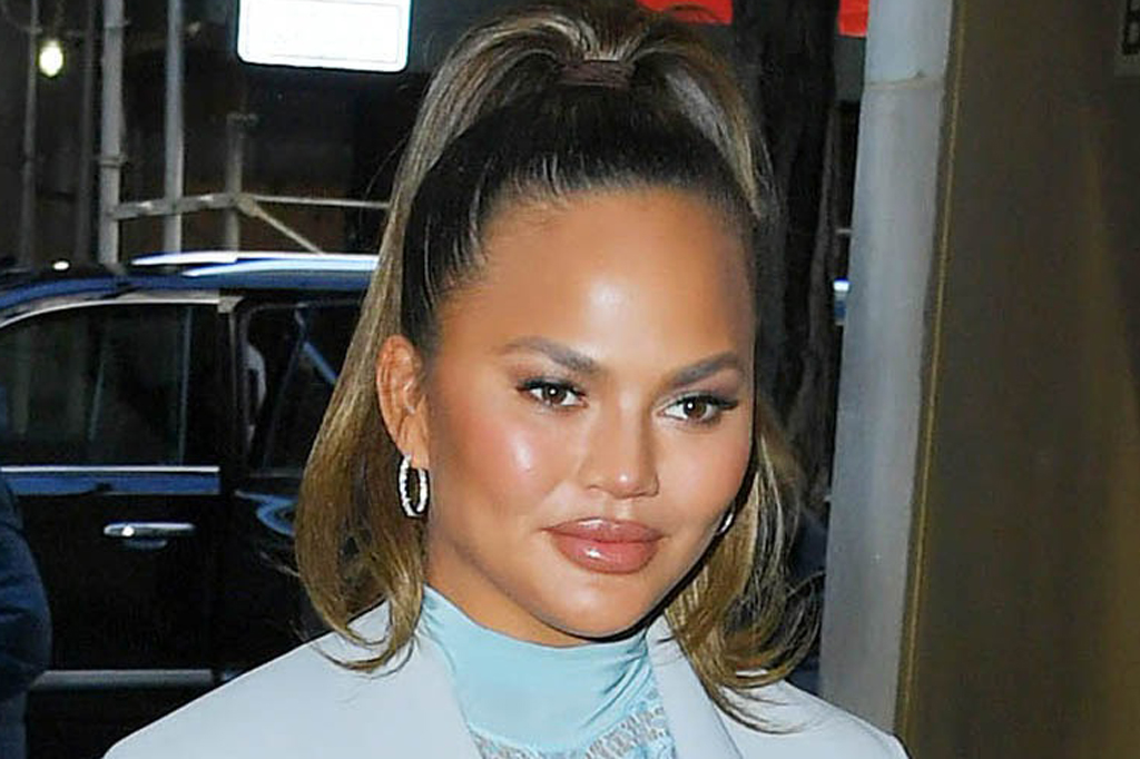 Chrissy Teigen Debuts Short Hair With Nude Sandals Pink Dress Footwear News