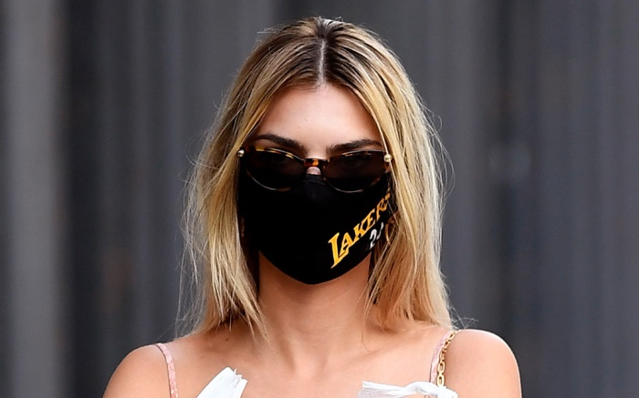 emily-ratajkowski-face-mask-blonde