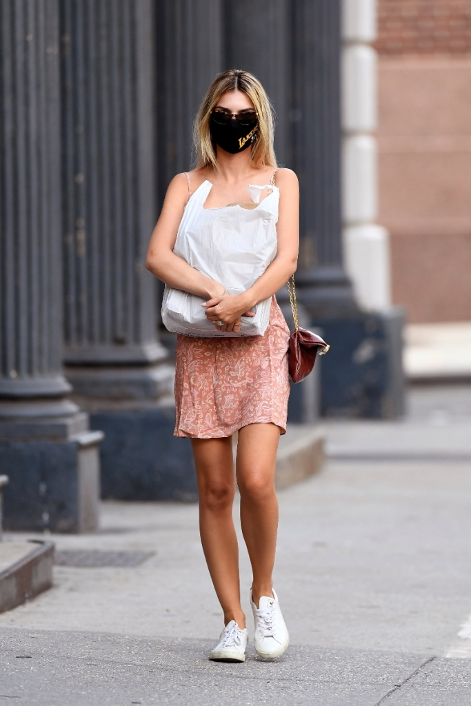 emily ratajkowski, style, dress, pink, sneakers, mask, veja, shopping