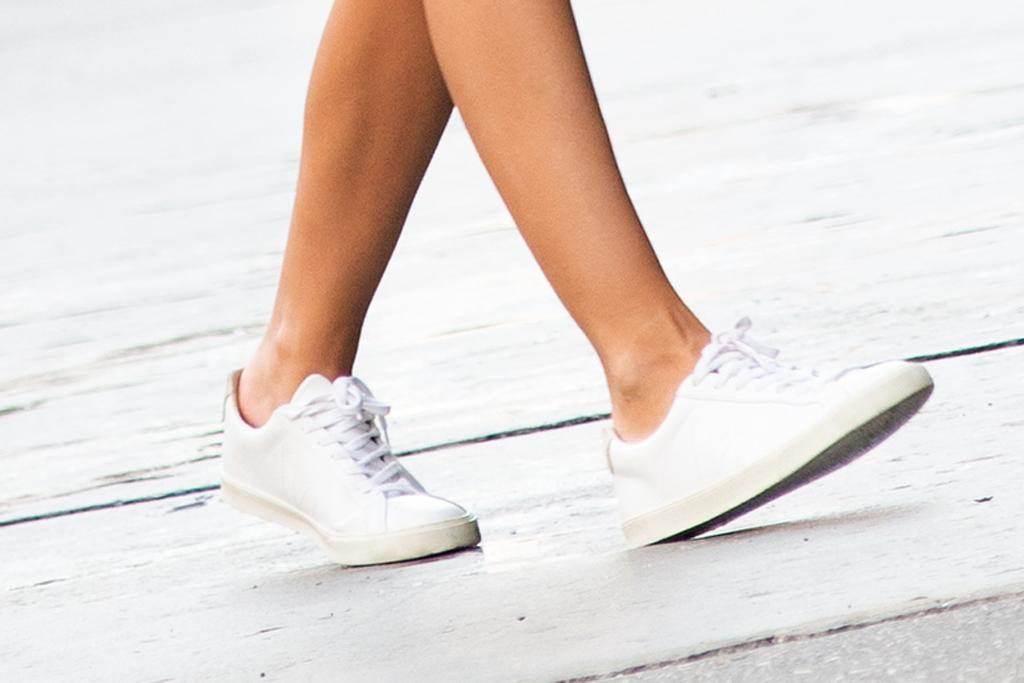 Emily Ratajkowski, Emrata, white sneakers, veja sneakers, street style, nyc, celebrity style