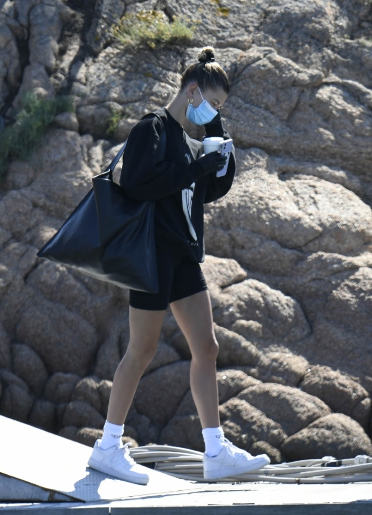 hailey baldwin, style, airport, bugs bunny, biker shorts, sweatshirt, sneakers, air force 1