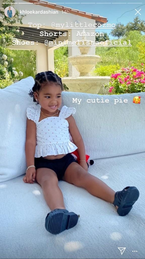 khloe kardashian, style, daughter, true thompson, shorts, sandals, melissa, amazon, shirt