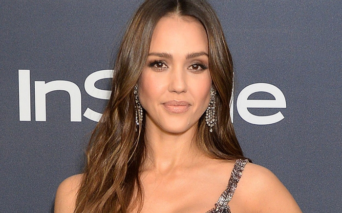 Jessica Alba S In Sports Bra Leggings For Tiktok Dance With Daughter Footwear News