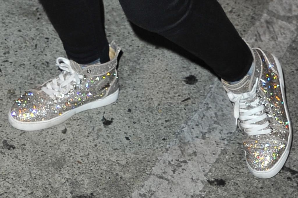 Jojo Siwa, sparkly sneakers, street style, skinny jeans, fashion